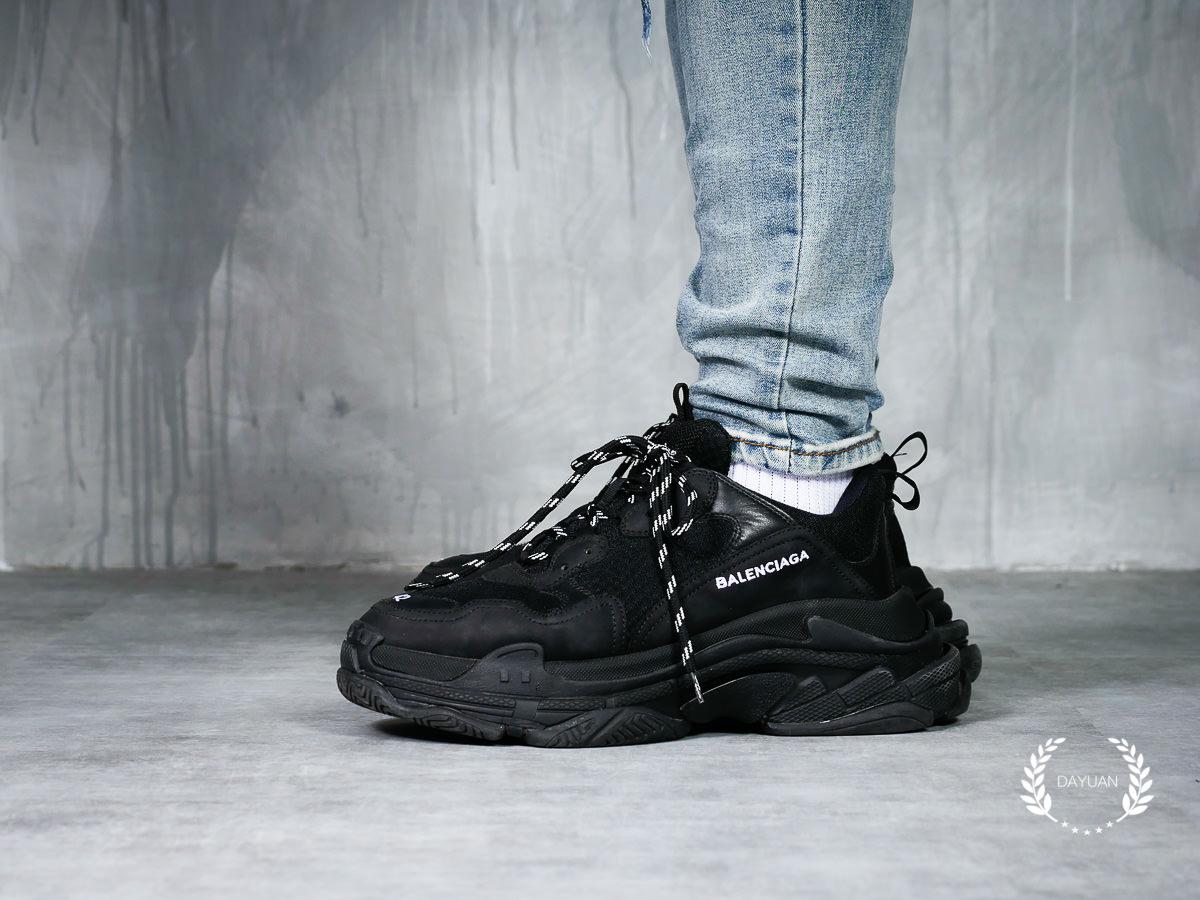 帥鞋|引領復古潮流的Balenciaga Triple S 老爹鞋(全黑款)