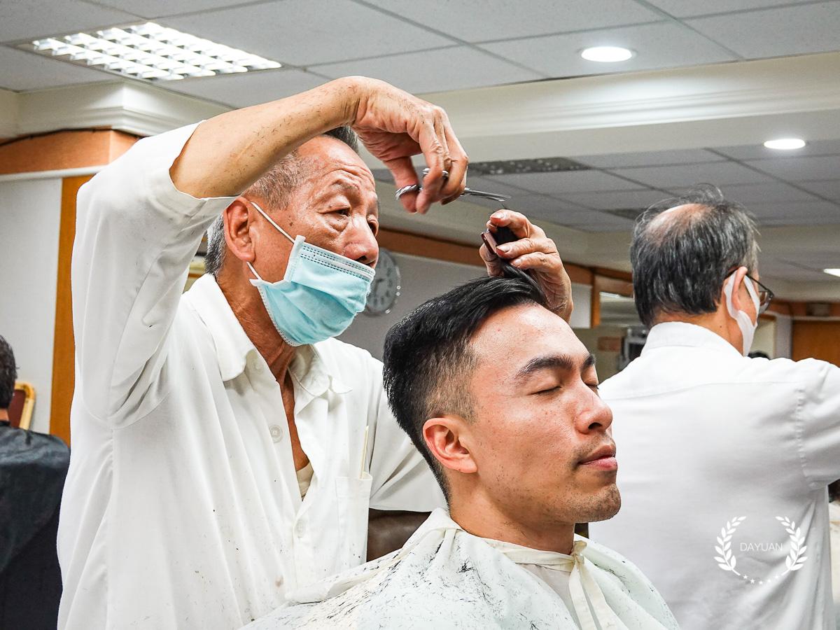 髮型|西門 台北紅玫瑰理髮廳 紳士剪髮+修容 體驗心得(有影片)