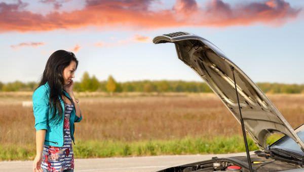 woman-broken-down-car
