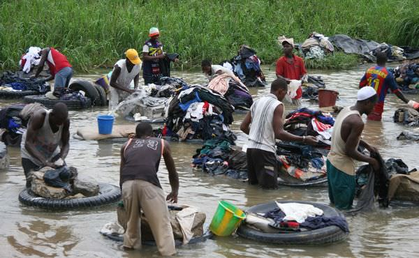 Laundry_in_the_river
